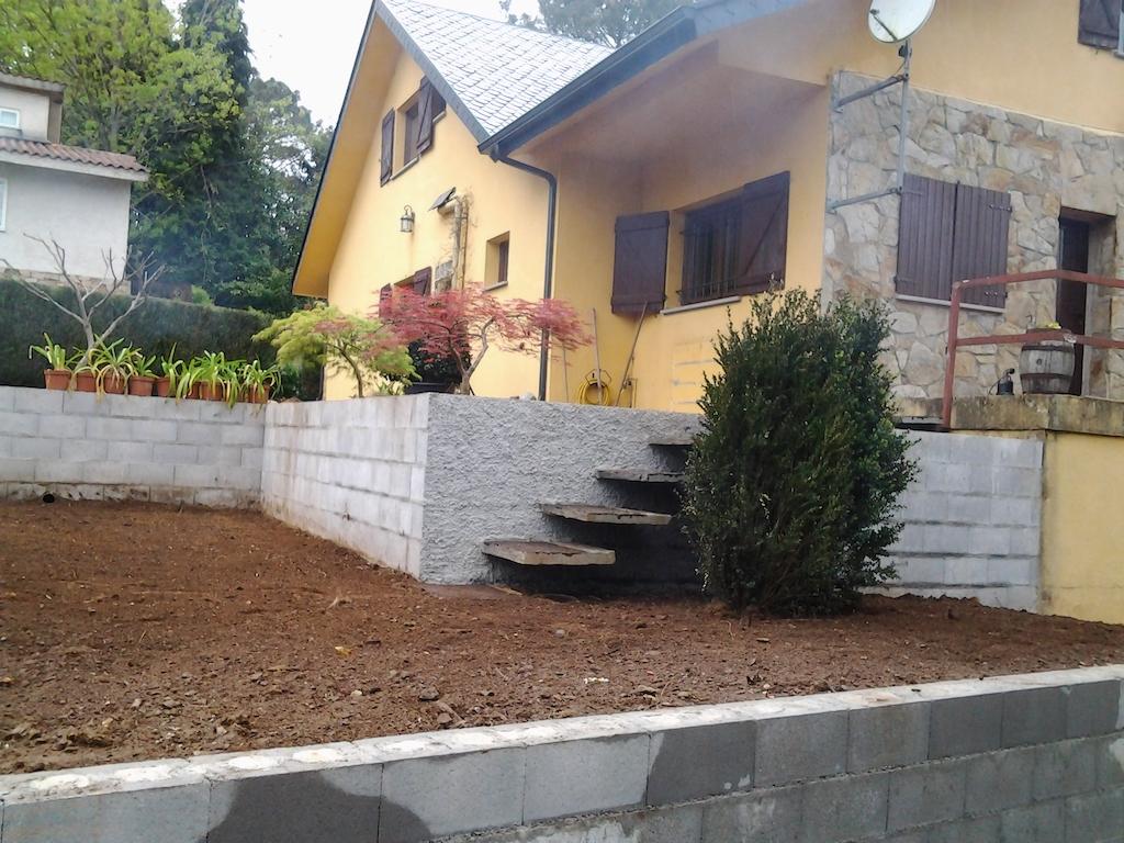 Construccion de escaleras flotantes para jardin mayli for Escalera de bloque de jardin